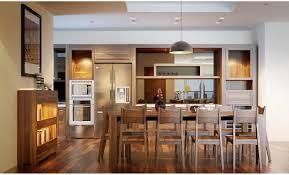 Nội thất phòng bếp gỗ óc chó sang trọng, tinh tế trong từng chi tiết.