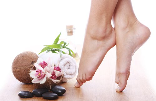 Ngâm chân trị nứt nẻ gót chân hiệu quả tức thì