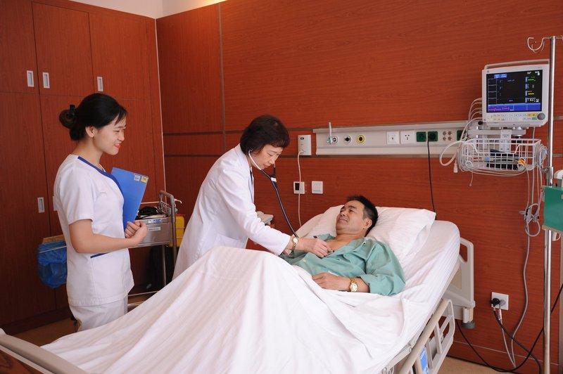 Cuối năm nhiều gia đình cần người chăm sóc người bệnh ngày tết để an tâm đón tết cùng gia đình