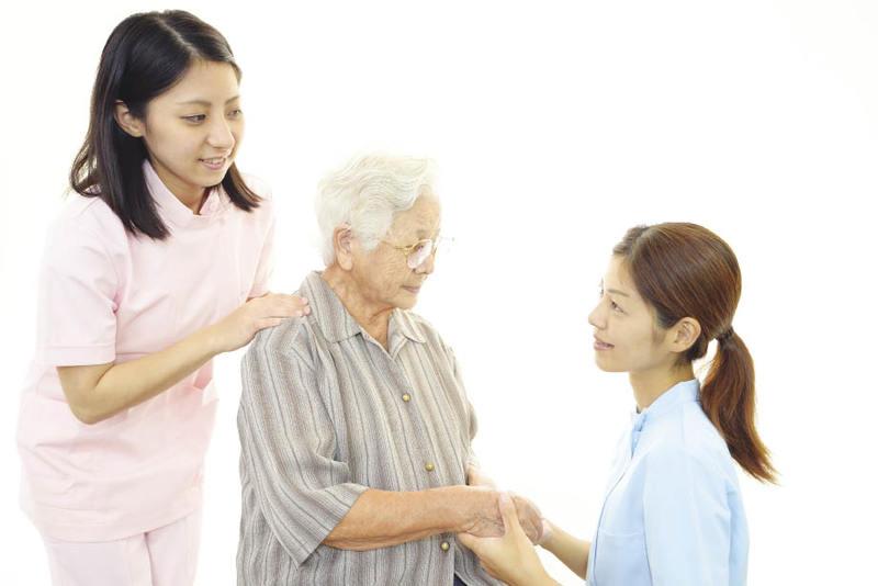 Kinh nghiệm tìm dịch vụ nuôi người già tại nhà chất lượng